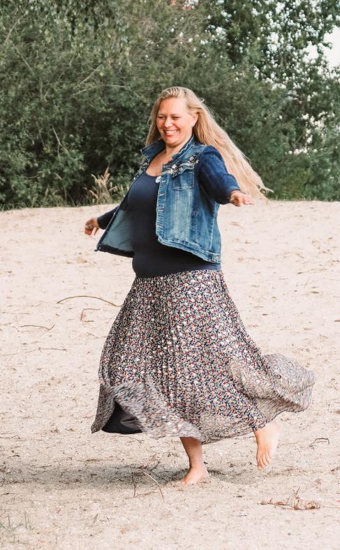 dansende ruby in het zand